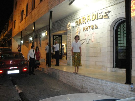 Paradise Hotel Bethlehem: Вход в отель
