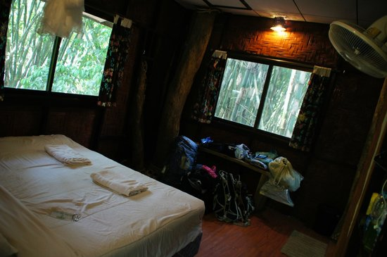 Khao Sok Tree House Resort: Kamergedeelte