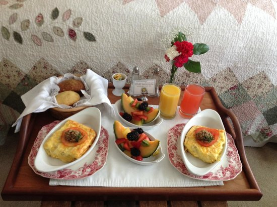 Headlands Inn Bed & Breakfast: Breakfast for two served to the room