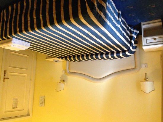 Hotel Navy: Camera da letto
