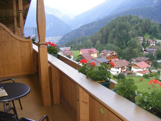 Hotel Persal: View from balcony towards Mayrhofen