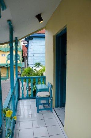 Hotel Casona de la Isla: balcony seating outside apartment 3