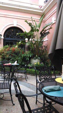 The Mills House Wyndham Grand Hotel: Courtyard Lunch