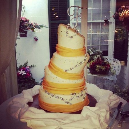 Le Chambord Hotel : Wedding cake Free with package