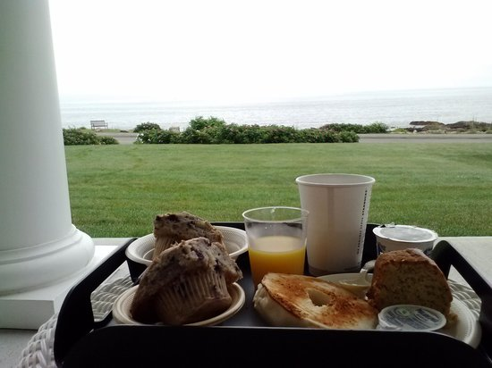 Ocean House Hotel at Bass Rocks: Breakfast on patio