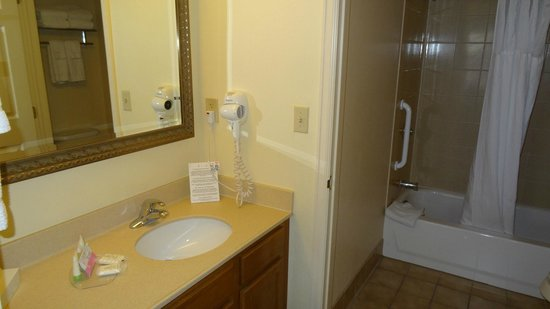 Staybridge Suites Denver International Airport: bathroom