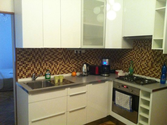 Old Town Square Apartments: kitchen