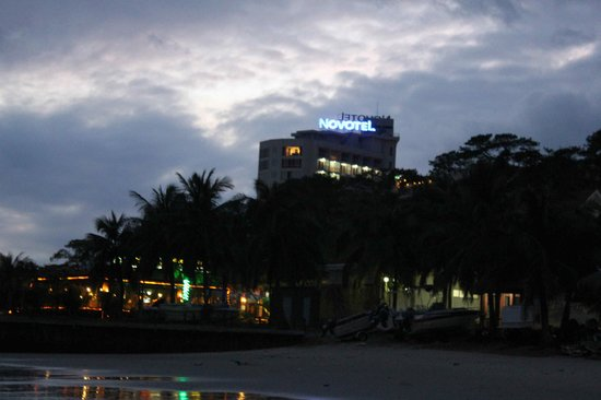 Novotel Ha Long Bay: View from beach at night