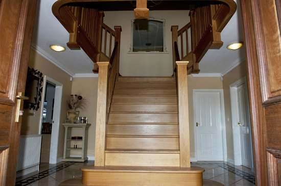 Ashbrook, Bangor Boutique Bed and Breakfast: Hand made entrance hall staircase