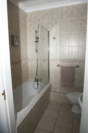 Ashbrook, Bangor Boutique Bed and Breakfast: Superior double bath/shower
