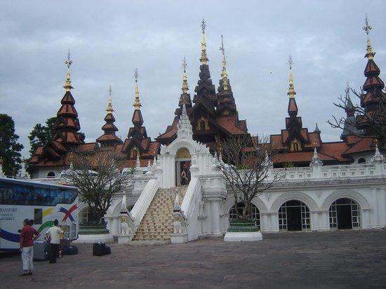 The Dhara Dhevi Chiang Mai : la entrada al hotel