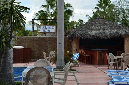 Los Barriles Hotel: Alberca, jacuzzi y área de cafetería por la mañana