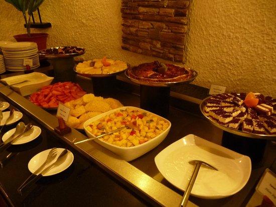 Casuarina Resort & Spa : buffet des desserts