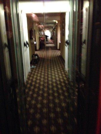 Hotel de Londres y de Inglaterra : Couloir ascenseur