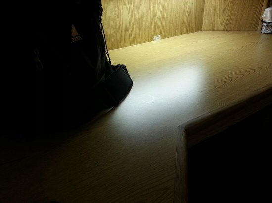 Red Roof Inn San Antonio West Sea World: sticky desk