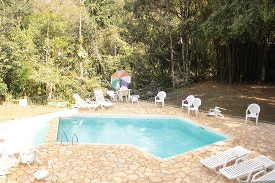 Pousada Jardins Penedo: Tranquilidade na Piscina
