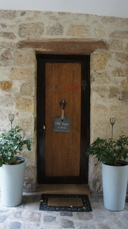 Cote Jardin : entry door