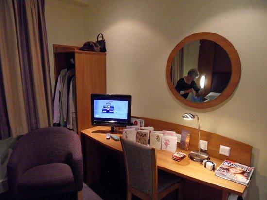 Premier Inn London City (Tower Hill) Hotel : Room 423