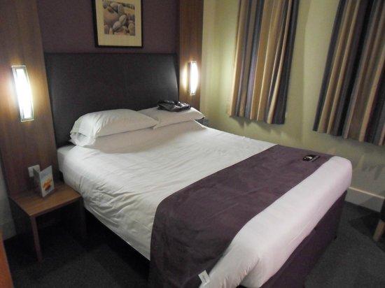Premier Inn London City (Tower Hill) Hotel: Room 423