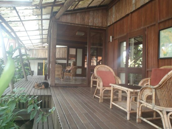 Bukit Raya Guesthouse : View to dining room area