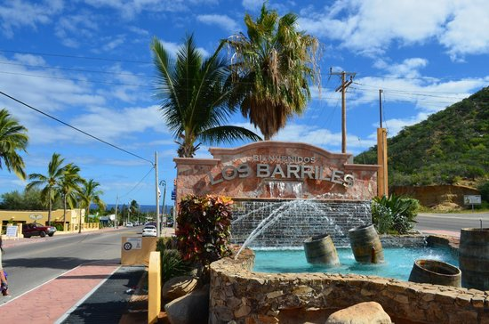 Los Barriles Hotel: Entrada al pueblo (hotel a unas 10 cuadras desde aquí). La parada de autobuses está 2 cuadras at
