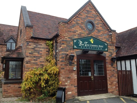Pear Tree Inn and Country Hotel: Front & Reception