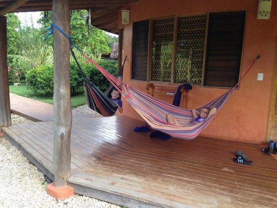 Hotel Playa Negra: Hammocks outside bungalow