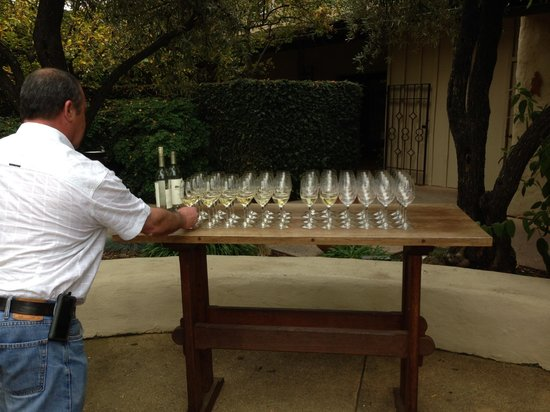 Robert Mondavi Winery: wine tour starts outside