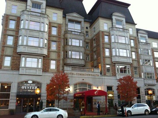 Hotel Commonwealth: Вход