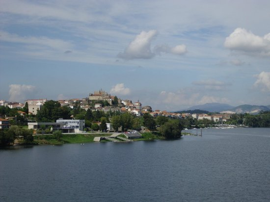 Catedral de Tui: View of the Cathedral and Tui town from the Minho river (Eifel bridge)