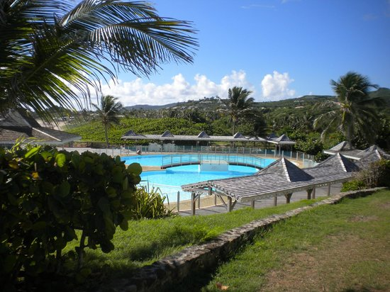 Mount Vernon Beach Resort: Large private pool with private security to ensure use by guests only