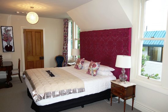 The Grange Guesthouse & Motel : large bed