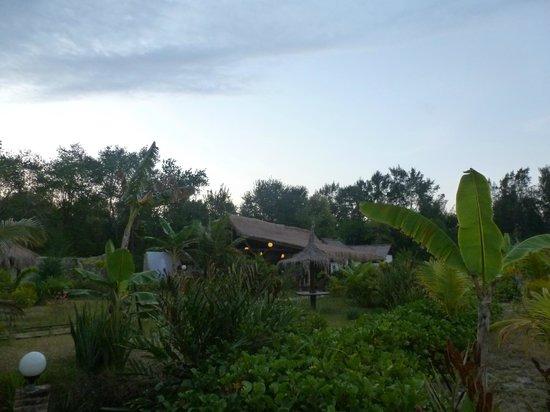 Adeng-Adeng Bungalows : Adeng Adeng at dusk