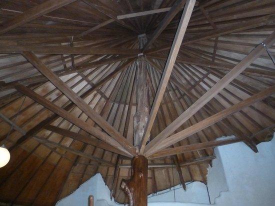 Adeng-Adeng Bungalows: ceiling of garden villa