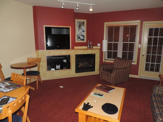 Carriage Ridge Resort: Sala Principal con Chimenea