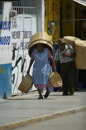 Traditions Mexico Cultural Journeys: Marché de Tlacolula