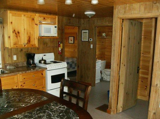 Edgewater Park Lodge Inc. : Inside a 2 bedroom cottage