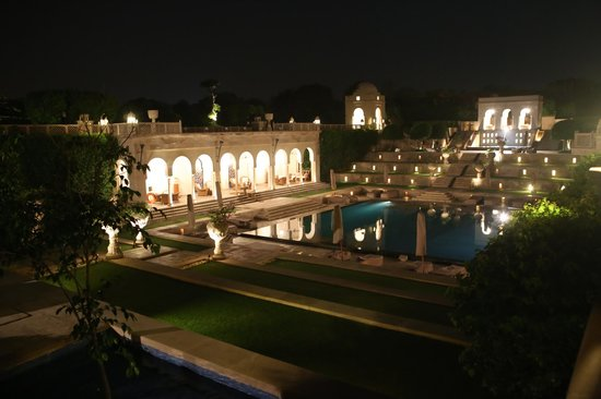 The Oberoi Amarvilas: Night view of the pool area
