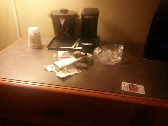 La Quinta Inn Boston - Milford : Trash left in room