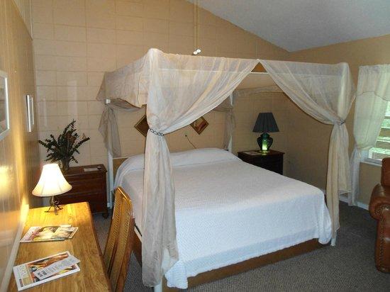 The Cub Motel : Suite Rm 23