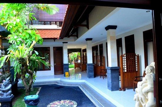 Puri Mango Hotel: Hotel i otoczenie