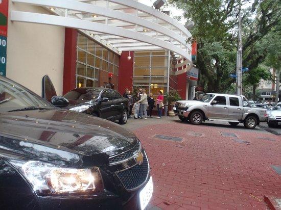 Ibis Maringa : fachada hotel