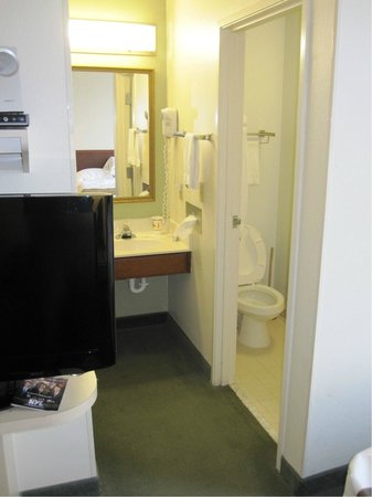 Extended Stay America - Kansas City - Overland Park - Metcalf: Queen Suite (Room 206)