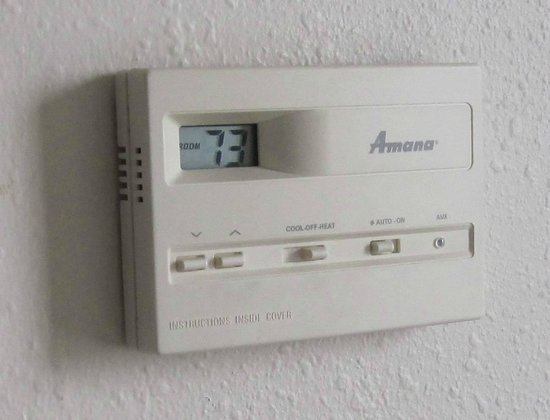 Extended Stay America - Kansas City - Overland Park - Metcalf: Wall thermostat very easy to use, seems to work well