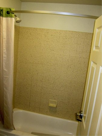 Extended Stay America - Kansas City - Overland Park - Metcalf: Queen suite shower