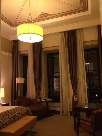 Four Seasons Istanbul at the Bosphorus: Palace Bedroom Windows