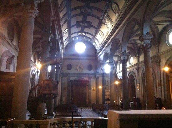 Duomo di Cortona: in fondo l'ingresso