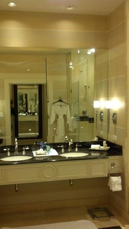 The Palazzo Resort Hotel Casino: Dual Vanity