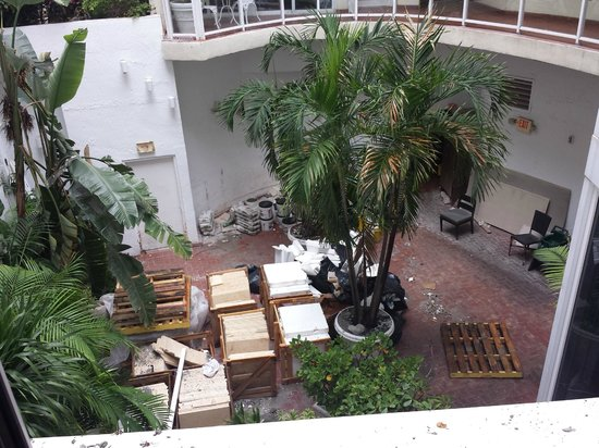 Bentley Hotel South Beach: Courtyard outside my window.