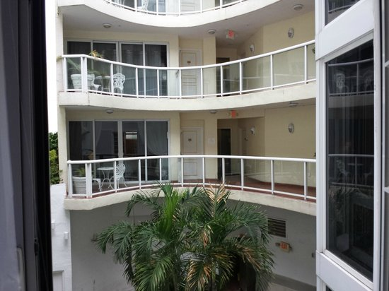 Bentley Hotel South Beach : Balcony across from my room - daytime view.